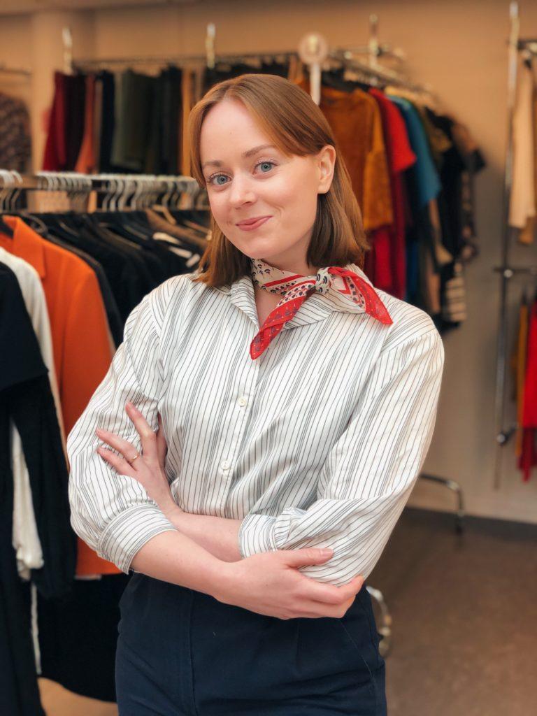 Bild av artikelns författare. Kvinna i garderob.